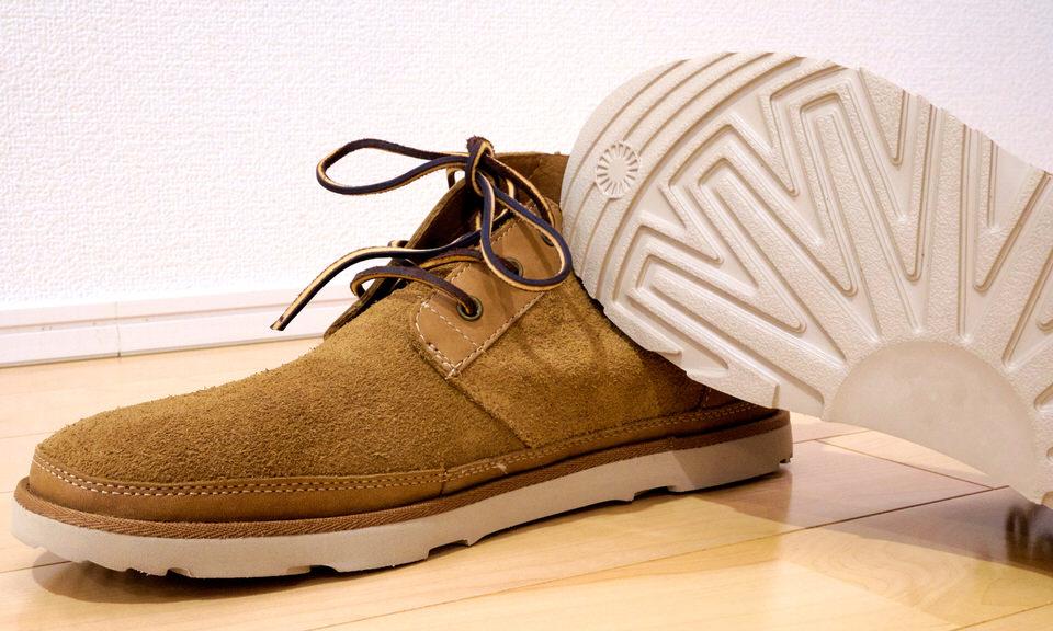りにくい靴底の冬靴で雪道を歩く