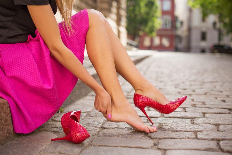 パンプスを履くと痛い場合の対処方法